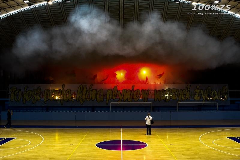 Fenomenul Ultras in alte sporturi - Pagina 4 Aeda67d11c6ab0881a543852e366d936_800_600_w__1